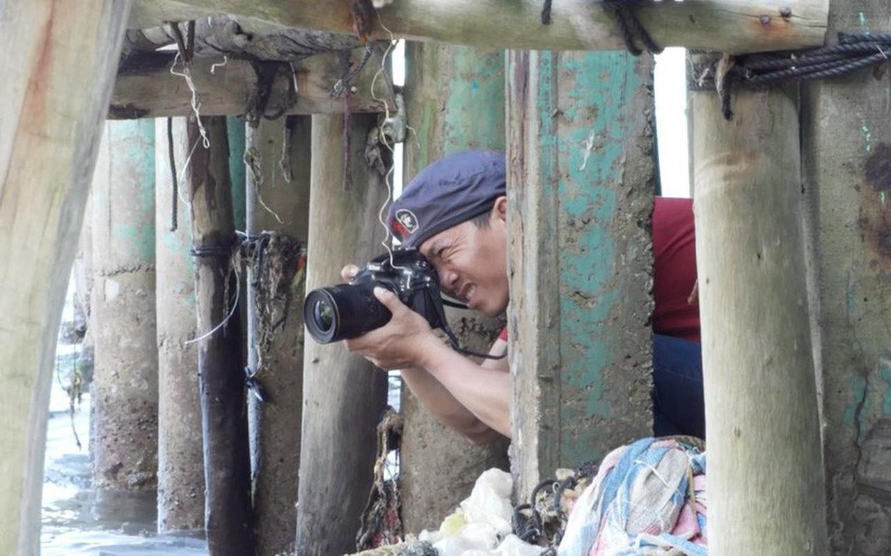"""Hành trình hơn 3000km bờ biển của nhiếp ảnh gia """"săn rác"""" Lekima Hùng và câu chuyện nơi hòn đảo người dân chỉ vứt rác xuống biển"""