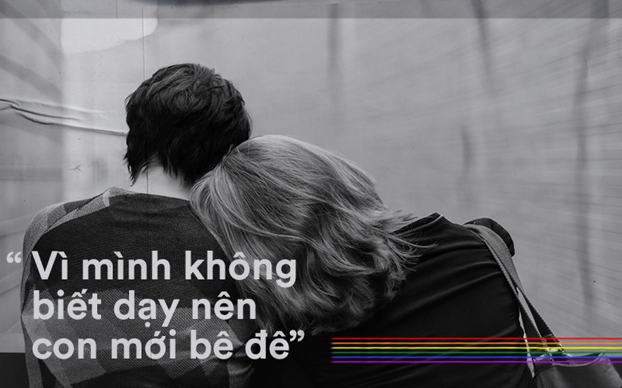 """""""Vì mình không biết dạy nên con mới bê đê"""" và nỗi buồn cũng cần được lắng nghe của những bố mẹ có con đồng tính"""