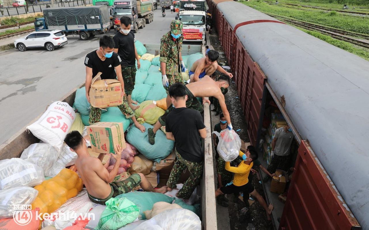 Hoà Bình chuyển gần 400 tấn nhu yếu phẩm ủng hộ người dân TP.HCM chống dịch