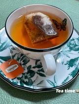 Jennie khoe ảnh uống trà chiều: Đến bộ tách đĩa cũng phải là hàng hiệu mới chịu, bóc giá mà... nấc nhẹ