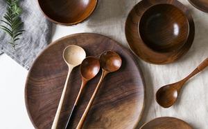 Hô biến căn bếp chuẩn vintage với loạt đồ dùng bằng gỗ cực xinh, nhìn cái là muốn rinh ngay về nhà