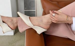 """5 kiểu giày chuẩn mốt các nàng có thể tậu về diện cùng """"mami"""", 2 mẹ con cùng sành điệu mà lại kinh tế"""