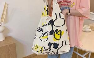 Chán diện balo đi học thì bạn hãy đổi sang túi tote vải: Giá rẻ, nhẹ tênh, diện lên là có style chuẩn