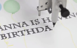Robot viết tay siêu tinh xảo này là cứu tinh của những người viết chữ xấu