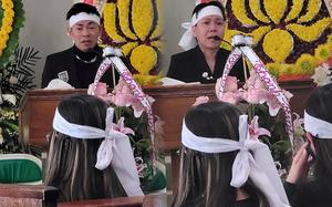NS Việt Hương khóc đến mắt sưng húp, tiều tuỵ trong ngày tiễn đưa mẹ nuôi về nơi an nghỉ cuối cùng ở Mỹ!