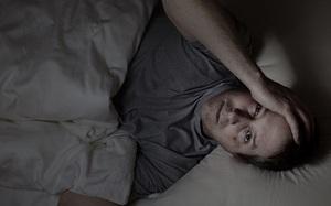 Bí ẩn ban đêm: Tại sao chúng ta thức dậy lúc 3 giờ sáng, khi đó cơ thể 'đang làm gì'?