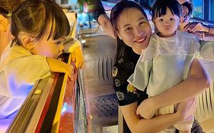 Tối cuối tuần của thiên kim nhà đại gia Cường Đô La: Đi siêu xe ra phố, biểu cảm lần đầu được làm việc này nhìn cưng xỉu!