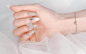 10 mẫu nail gắn charm xinh nhất tại các tiệm lúc này: Nàng nào thích style sang chảnh