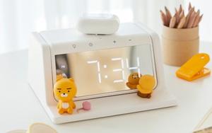 Xỉu ngang với món mới hot hit nhà Kakao Friends: Đồng hồ kiêm sạc không dây xịn xò, đã thế còn là máy khử trùng