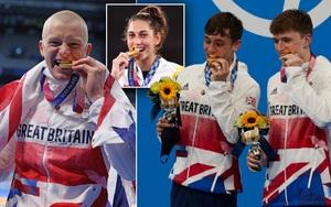 """Ban tổ chức Olympic bất ngờ lên tiếng khi chứng kiến VĐV liên tục cắn huy chương, nghe xong lời nhắc thì thấy đúng là """"mất vệ sinh"""""""