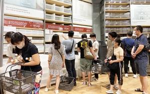 Dân tình mua gì tại MUJI Hà Nội ngày khai trương: Đồ dùng gia đình, bánh kẹo đắt hàng; ghế lười được nhiều người hỏi han