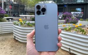 """""""Bóc tem"""" iPhone 13 Pro Max phiên bản màu Sierra Blue trong ngày mở bán"""
