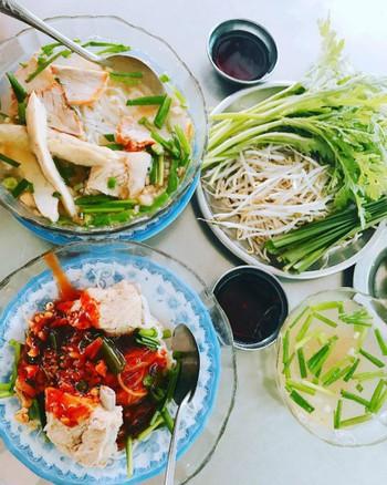 Những quán ăn ruột nhà Hari - Trấn Thành từ Sài Gòn ra đến Hà Nội - Ảnh 1.