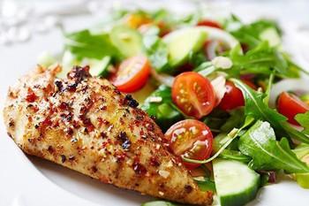 Gợi ý thực đơn giảm cân cả tuần theo chế độ ăn Eat Clean cho dân văn phòng - Ảnh 1.