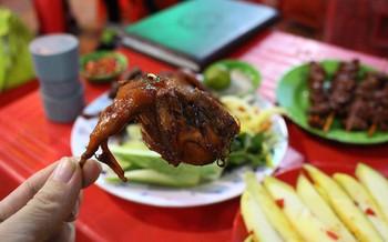 Ở Sài Gòn có những món khiến người ta bỏ mặc hình tượng mà... ăn bốc luôn đây - Ảnh 7.