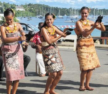 Ghé thăm Tonga, nơi phụ nữ phải béo mới đẹp, chồng đi chơi về muộn là lấy gậy tre ra... đánh - Ảnh 3.