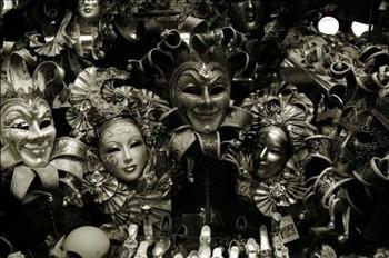 """Đằng sau chiếc mặt nạ ở Venice: """"báu vật"""" của tự do hay thỏa mãn cho những ý đồ đen tối? - Ảnh 1."""