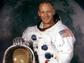 Người thứ 2 đặt chân lên Mặt trăng từng tuyên bố nhìn thấy người ngoài hành tinh, vượt qua được cả máy nói dối - sự thật là thế nào? - Ảnh 3.