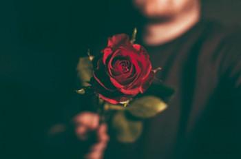Hội chứng ái kỷ và mánh khóe giăng 6 chiếc bẫy tâm lý khiến tình yêu không lối thoát - Ảnh 3.