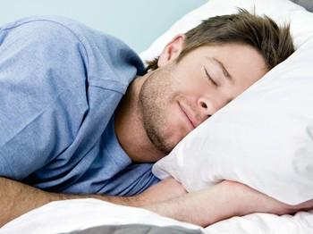 Bí quyết giúp phi công Mỹ có thể ngủ chỉ trong 2 phút mà ai cũng có thể học - Ảnh 1.