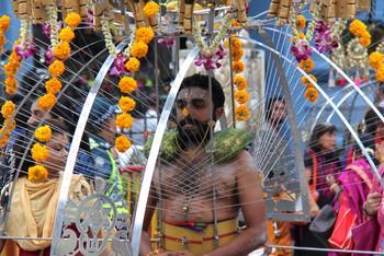 Thaipusam - Lễ hội hoang dại nhất thế giới: khi con người sẵn sàng chịu đau đớn để được an lành - Ảnh 5.