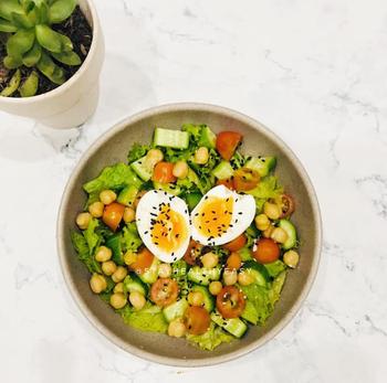Học cô nàng Youtuber Hà thành 7 món salad cho bữa tối, lười tập luyện vẫn giảm được 3kg sau 7 ngày - Ảnh 6.