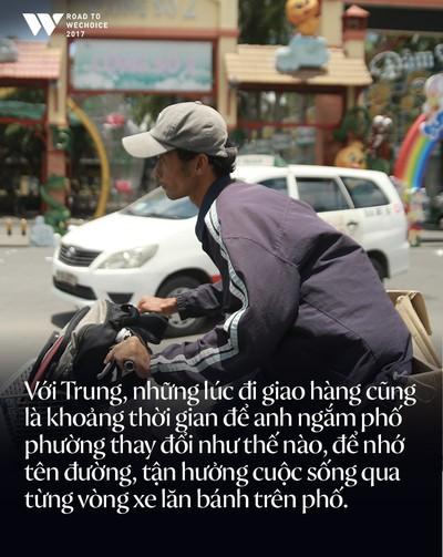 Chàng shipper xe đạp bị khuyết tật giọng nói vẫn chăm đọc sách, học tiếng Anh và làm từ thiện: Nếu không cố gắng, mình sẽ bị lùi lại phía sau - Ảnh 8.