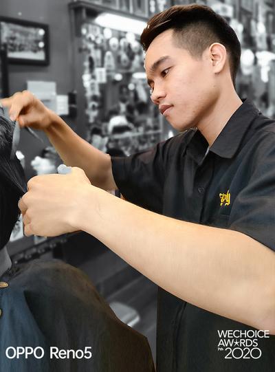 """Người phụ nữ đứng sau chiếc xe cắt tóc tiền tỷ đi khắp Việt Nam gom 10.000 nụ cười gây quỹ: """"Ngày nào ít tiền thì đó là ngày hạnh phúc nhất"""" - Ảnh 9."""