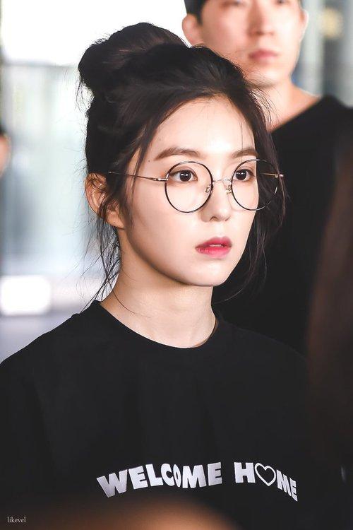 Lý do khiến ai cũng bật ngửa đằng sau sở thích diện kính mọt sách hot trend của Irene (Red Velvet) - Ảnh 7.