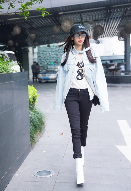 Chỉ trong 3 tháng, Angela Baby đã có cả bộ sưu tập túi Dior trị giá cả tỉ đồng khiến ai cũng ghen tị - Ảnh 1.