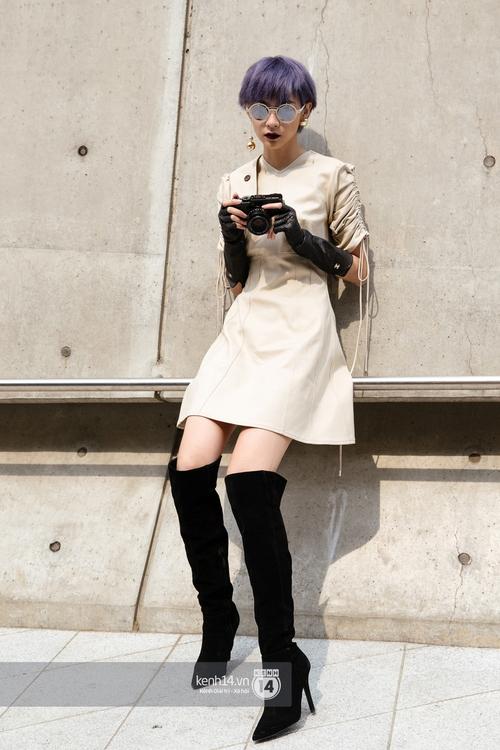 Seoul Fashion Week: Phí Phương Anh tóc tím nổi bần bật trên hàng ghế đầu cùng stylist Hoàng Ku - Ảnh 5.