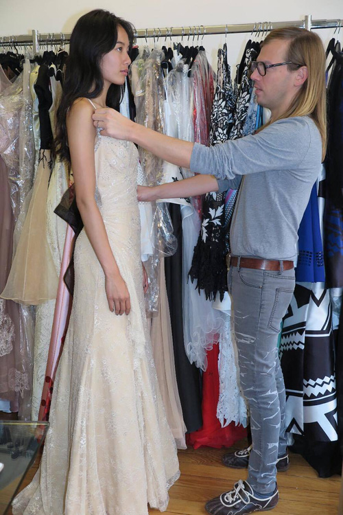Chân dài kín tiếng này chính là mẫu Việt mở hàng cho Paris Fashion Week - Ảnh 7.