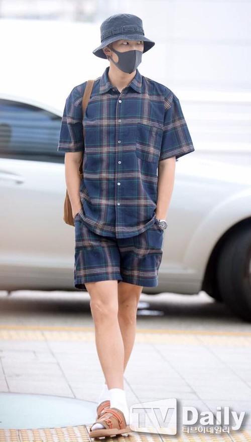 Rap Monster (BTS) bất ngờ diện túi của thương hiệu Việt - Ảnh 2.