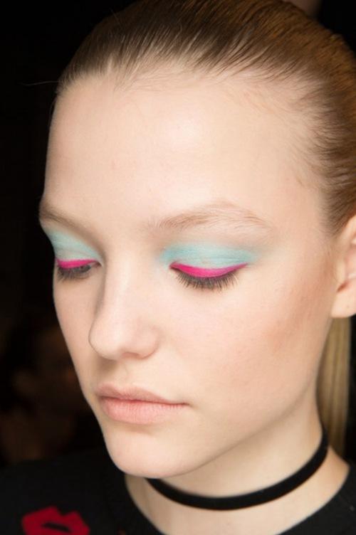 10 xu hướng makeup mùa thu tuyệt đẹp từ sàn runway con gái châu Á có thể áp dụng ngon ơ - Ảnh 14.