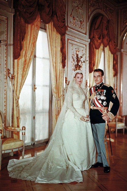 Bạn có nhận ra váy cưới của Hoa hậu Thu Thảo giống váy cưới của Công nương Grace Kelly đến bất ngờ? - Ảnh 6.
