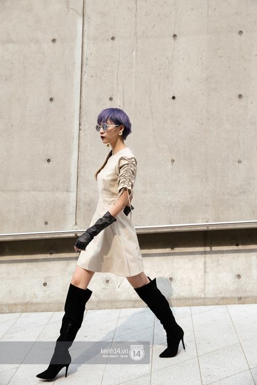 Seoul Fashion Week: Phí Phương Anh tóc tím nổi bần bật trên hàng ghế đầu cùng stylist Hoàng Ku - Ảnh 11.
