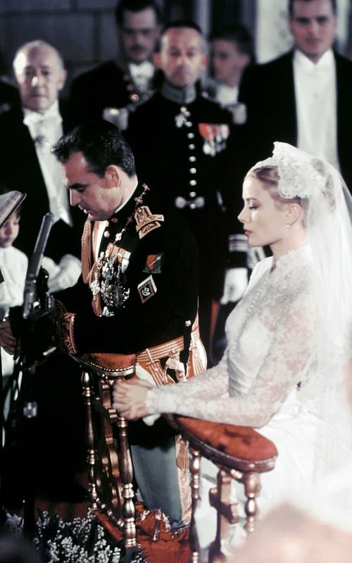 Bạn có nhận ra váy cưới của Hoa hậu Thu Thảo giống váy cưới của Công nương Grace Kelly đến bất ngờ? - Ảnh 7.