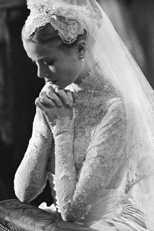 Bạn có nhận ra váy cưới của Hoa hậu Thu Thảo giống váy cưới của Công nương Grace Kelly đến bất ngờ? - Ảnh 9.