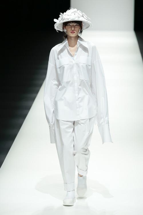 BST mới của NTK Công Trí tại Tokyo Fashion Week: Trước cái đẹp, bạn chỉ còn biết Wow lên một tiếng!!! - Ảnh 8.