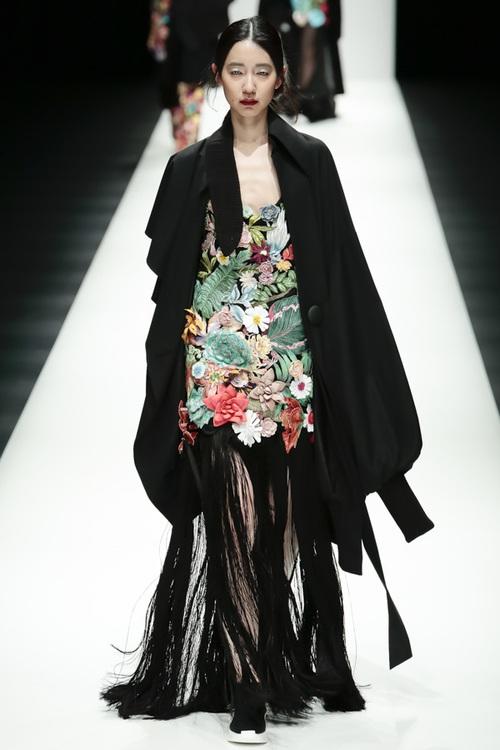 BST mới của NTK Công Trí tại Tokyo Fashion Week: Trước cái đẹp, bạn chỉ còn biết Wow lên một tiếng!!! - Ảnh 28.