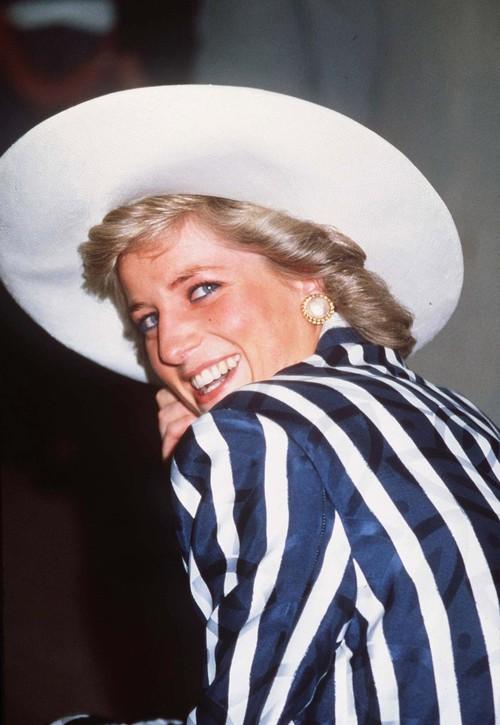Thú vị: không phải đen hay nâu, công nương Diana chỉ trung thành với đường kẻ mắt màu xanh dương - Ảnh 1.