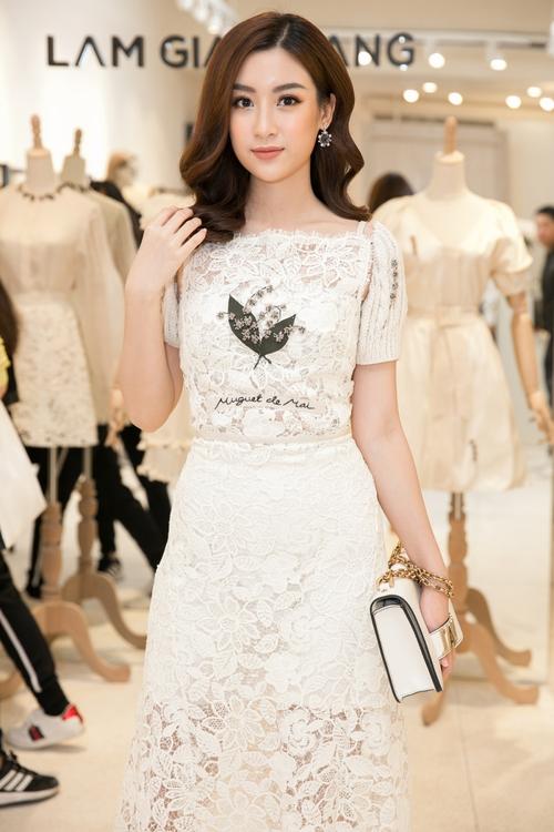 Bộ đôi Hoa hậu Thu Thảo - Mỹ Linh: một chín một mười, xinh đẹp khó rời mắt khi cùng đọ sắc - Ảnh 1.