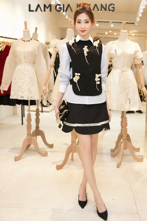 Bộ đôi Hoa hậu Thu Thảo - Mỹ Linh: một chín một mười, xinh đẹp khó rời mắt khi cùng đọ sắc - Ảnh 3.