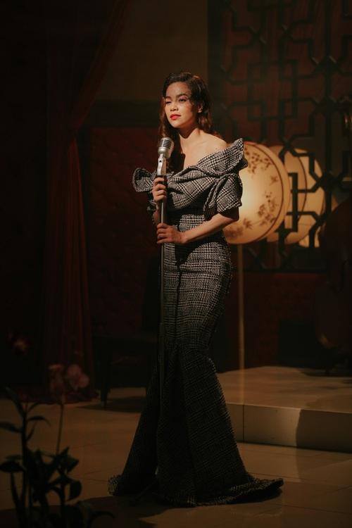 MV mới toanh của Hồ Ngọc Hà: Đồ đẹp thì có đẹp mà vẫn cứ thấy... sai sai - Ảnh 11.