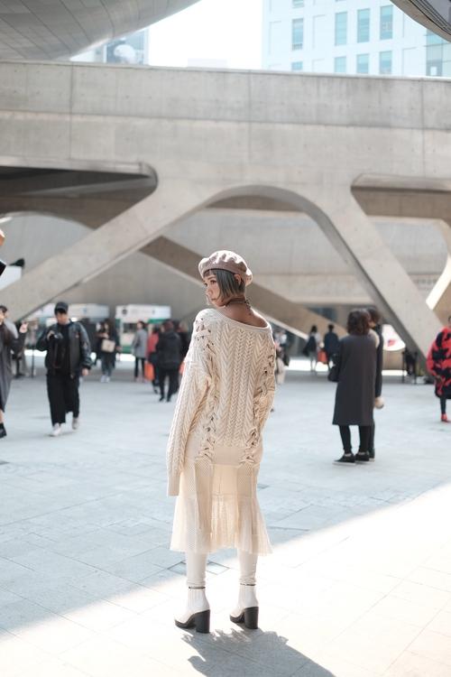 Seoul Fashion Week: Min xinh như gái Hàn, Hoàng Ku mặc áo lông 5kg giá 500 triệu ngồi ghế đầu xem show - Ảnh 7.