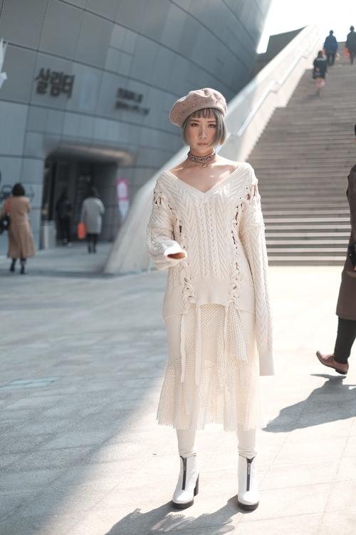 Seoul Fashion Week: Min xinh như gái Hàn, Hoàng Ku mặc áo lông 5kg giá 500 triệu ngồi ghế đầu xem show - Ảnh 5.