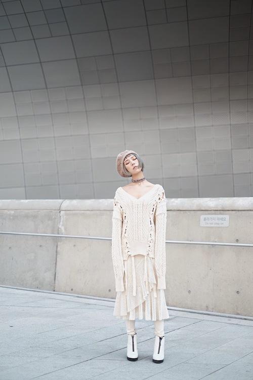 Seoul Fashion Week: Min xinh như gái Hàn, Hoàng Ku mặc áo lông 5kg giá 500 triệu ngồi ghế đầu xem show - Ảnh 4.
