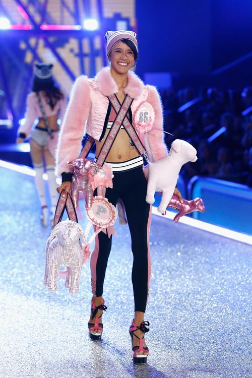 Danh sách 55 chân dài xác nhận sẽ trình diễn trong Victorias Secret Fashion Show 2017 - Ảnh 28.