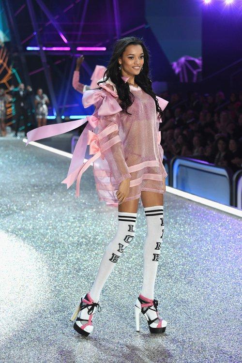 Danh sách 55 chân dài xác nhận sẽ trình diễn trong Victorias Secret Fashion Show 2017 - Ảnh 35.