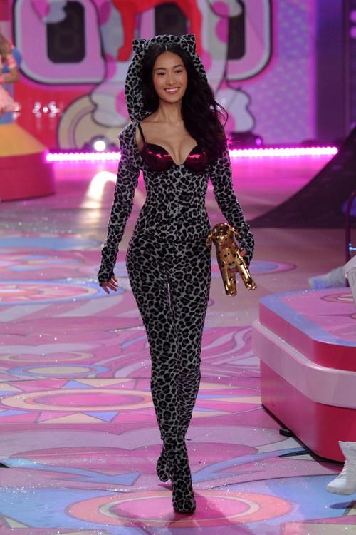 Danh sách 55 chân dài xác nhận sẽ trình diễn trong Victorias Secret Fashion Show 2017 - Ảnh 41.